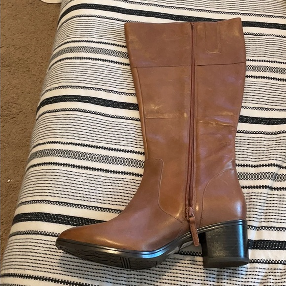 Tan Bellow the Knee boots
